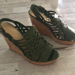 Enzo Angiolini Green leather platforms size 8